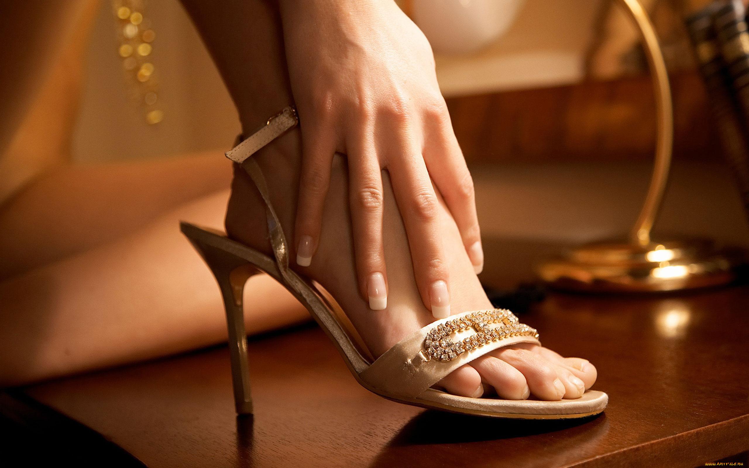 Картинки женские ножки в босоножках